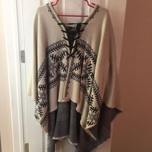 Sweaters - Anthropologie Poncho